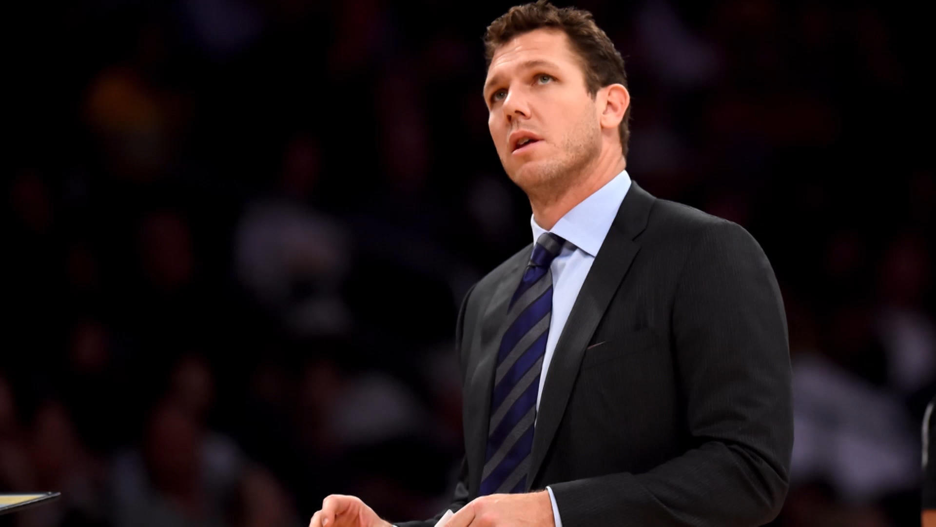 Lakers veterans had heated exchange with Luke Walton after loss to Warriors, per report