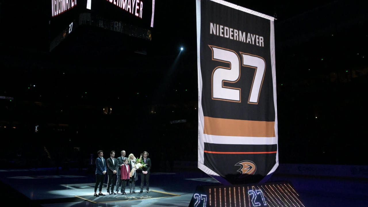 NHL Power Rankings: Golden Knights climb as the reigning champions tumble again
