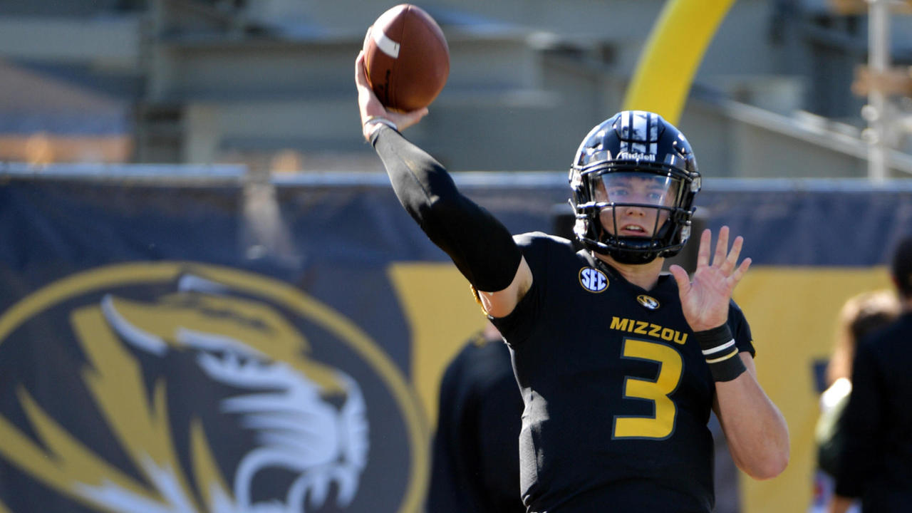 Patrick Mahomes accepts Josh Allen's farthest-throw challenge: 'It's going to take at least 85 yards to win'