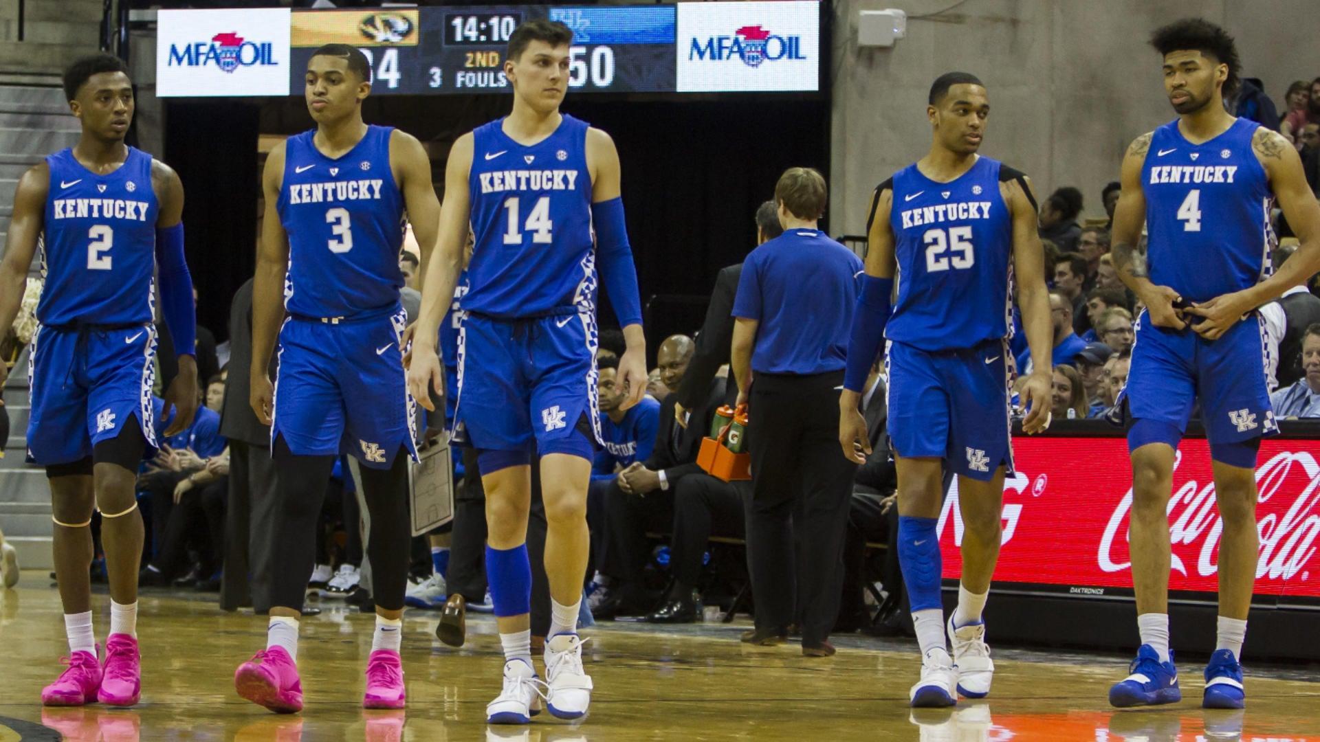 Reid Travis injury update: Kentucky big man expected to miss at least two weeks with knee sprain