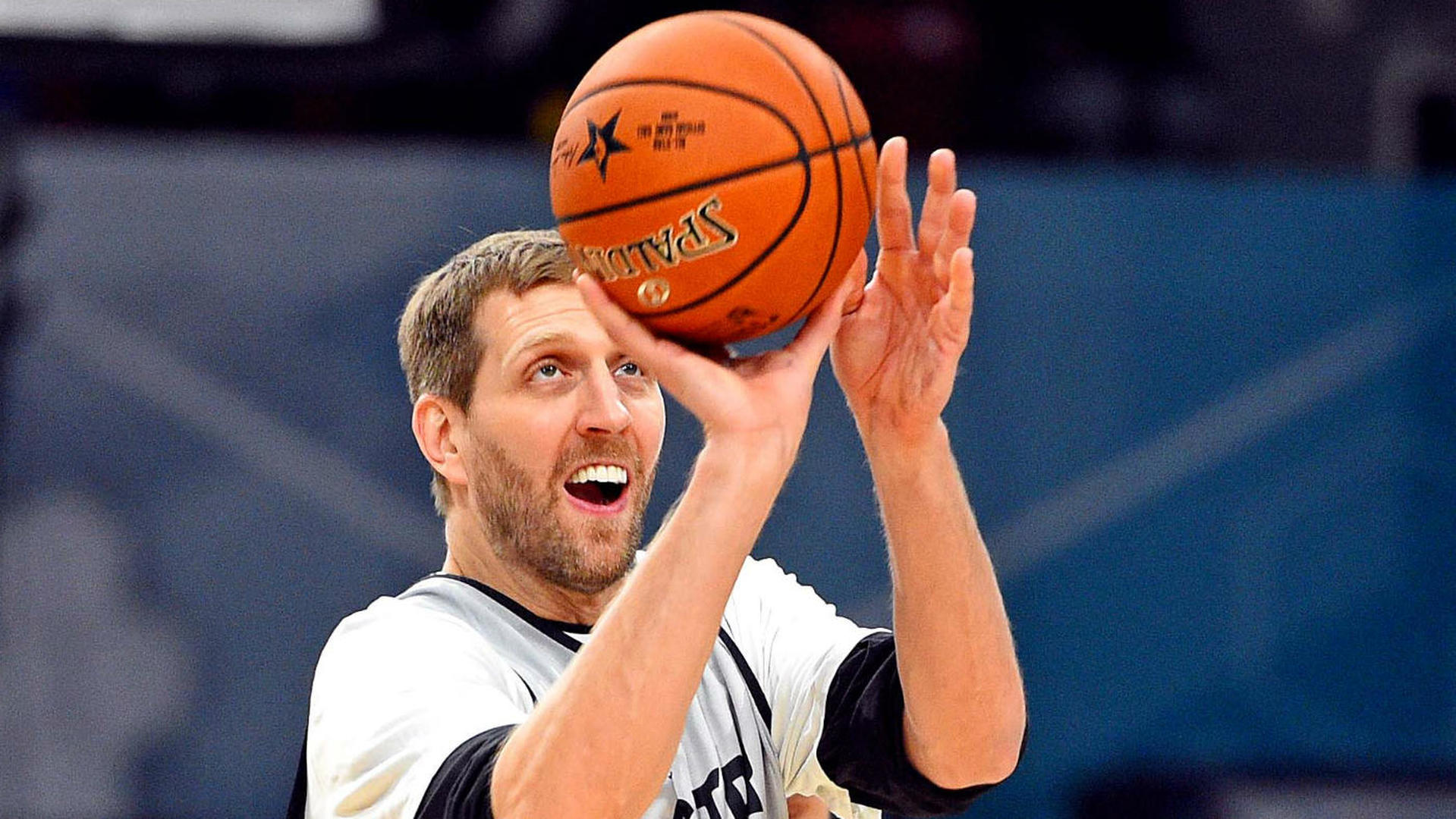 Mavericks' Dirk Nowitzki moves past Wilt Chamberlain into sixth place on the NBA's all-time scoring list
