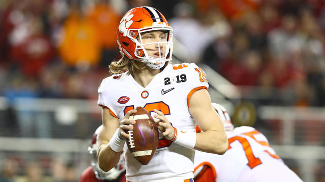 College Football: Expert Picks to Win 2019 Heisman Trophy