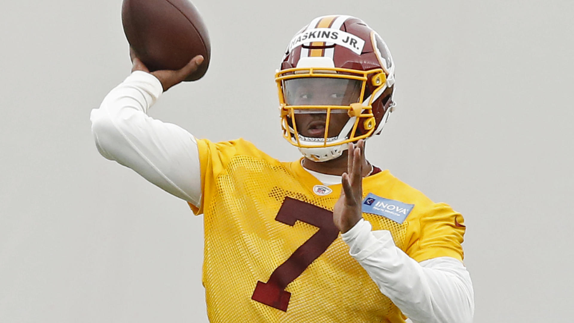 Alex Smith attends Redskins OTAs six months after gruesome leg injury, which could bode well for Dwayne Haskins