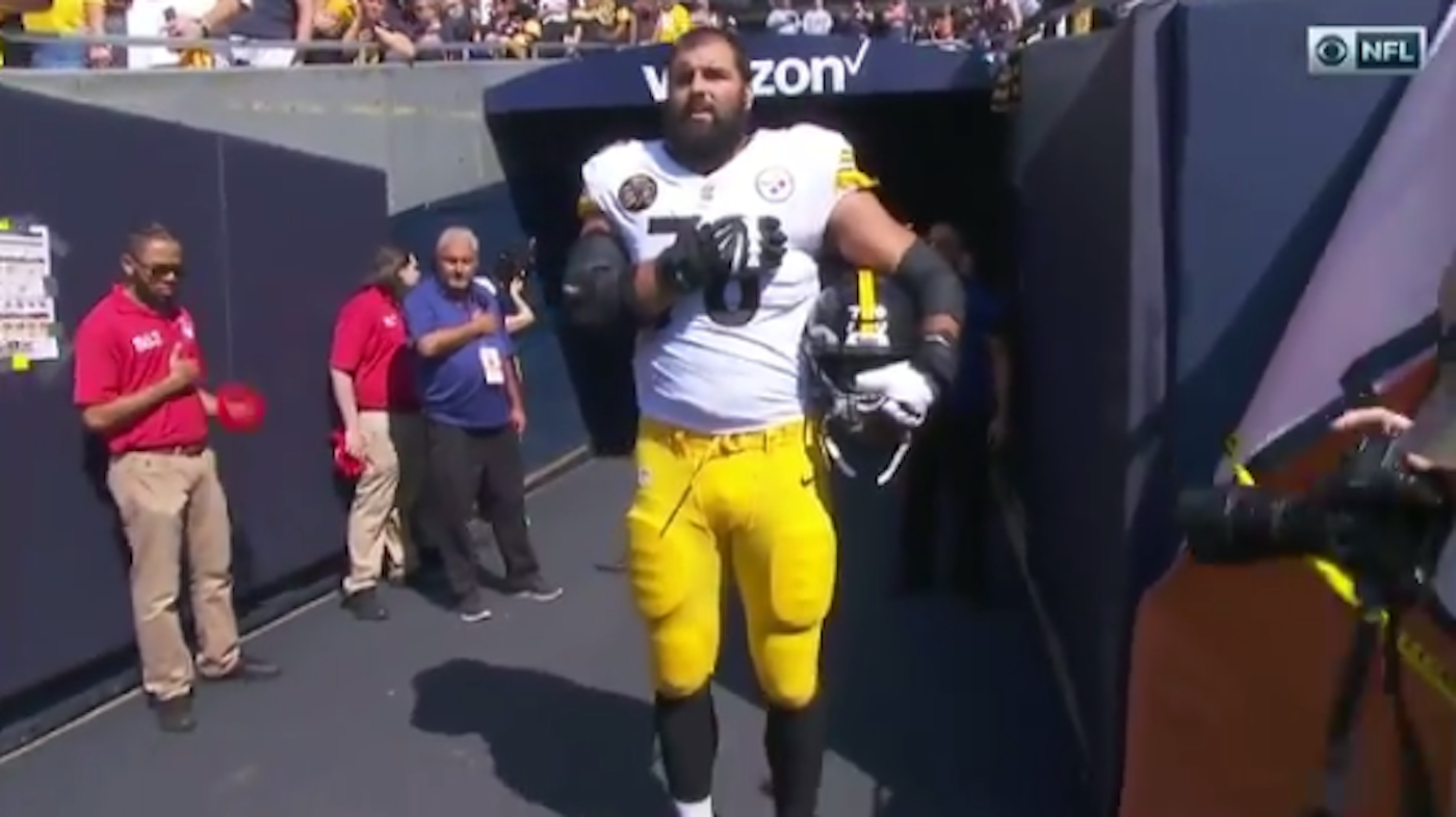 LOOK: Alejandro Villanueva is the only Steelers player to come out for anthem