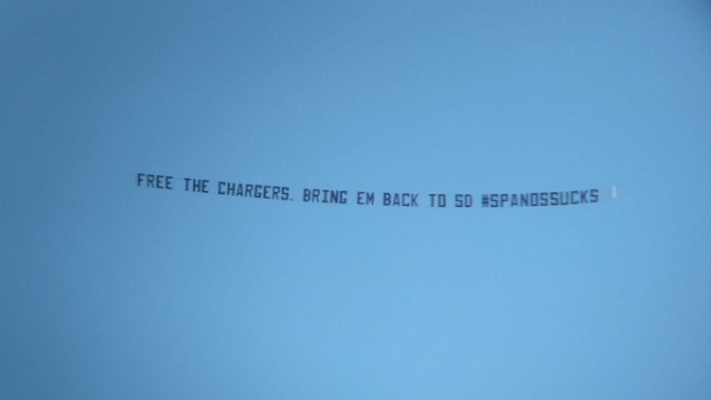 LOOK: 'Free the Chargers, bring em back to SD' banner flies over StubHub Center