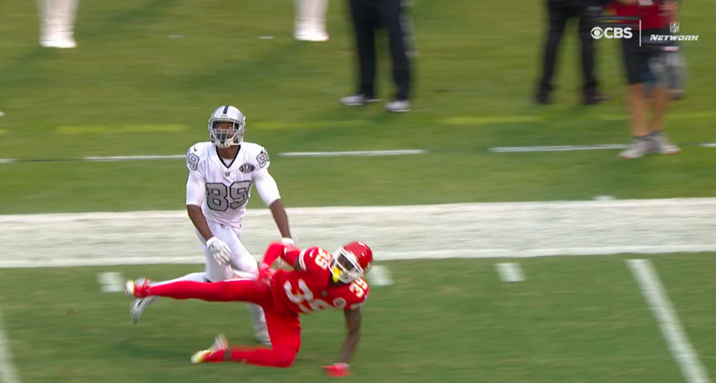 LOOK: Twitter goes nuts after Raiders score controversial TD on long flea flicker
