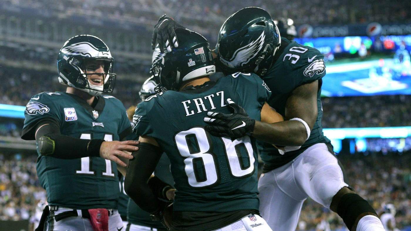 4fe681f3c Eagles vs. Giants final score, takeaways: Carson Wentz goes off as  defending champs steamroll Giants - CBSSports.com
