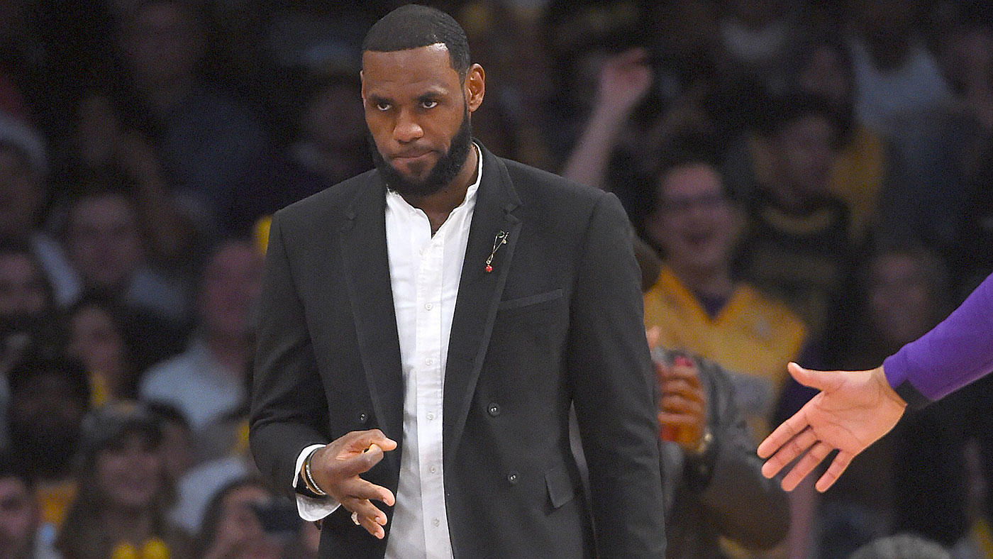 e5fae333558 Off the Bench  LeBron James reportedly wants Luke Walton out - CBSSports.com