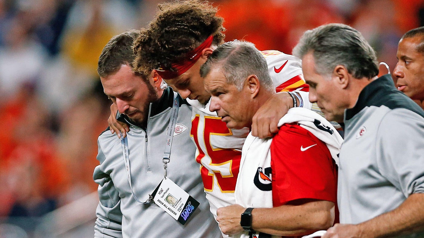 Chiefs at Broncos takeaways, final score: Patrick Mahomes leaves game with knee injury, but the defense rolls