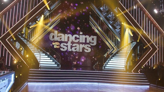dancing-with-the-stars-stage-abc-20091843