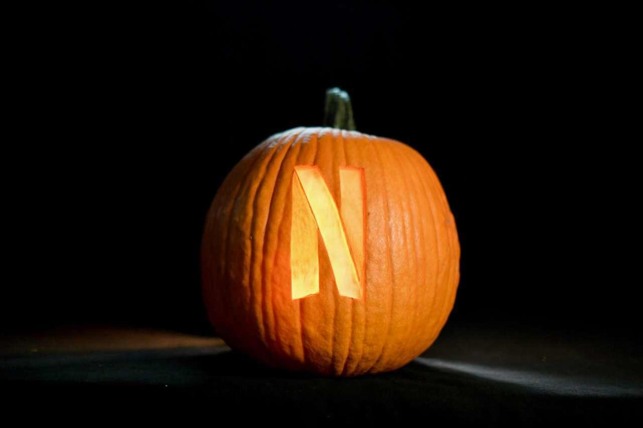 pumpkin-n-netflix-20093783