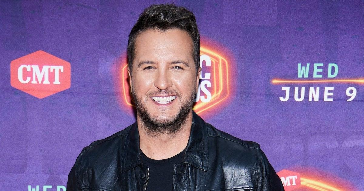 Luke Bryan Stops to Help Woman With Flat Tire on the Side of the Road in Viral Video.jpg