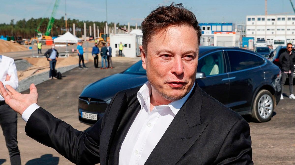 Elon Musk Eclipses Jeff Bezos With Latest Net Worth Landing Well Above $200 Billion.jpg