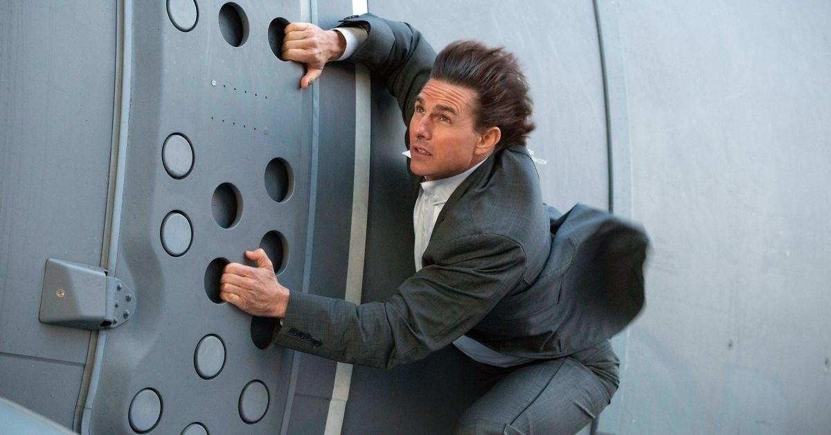 mission-impossible-director-tom-cruise-hanging-train-stunt-1265938
