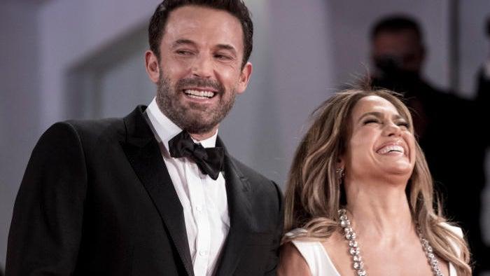 Ben Affleck Gushes Over Jennifer Lopez With Fans in Viral Video