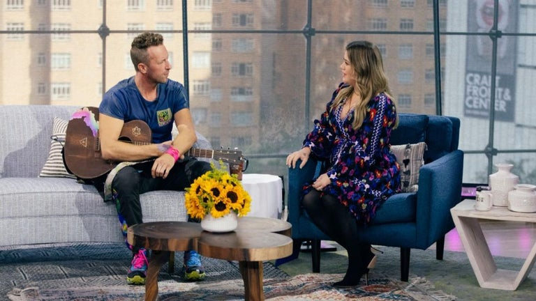Kelly Clarkson's Son Hilariously Interrupts Chris Martin During Song for Bathroom Break
