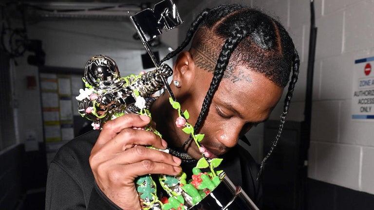 Travis Scott Earns Some Criticism After Thanking Everybody But Kylie Jenner During VMAs Acceptance Speech