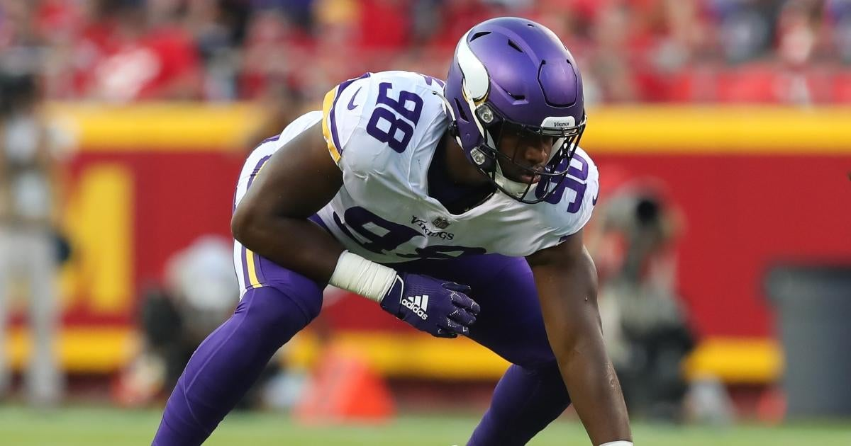 Vikings Pro Bowler Suffers Concussion After Crashing Car to Avoid Deer.jpg