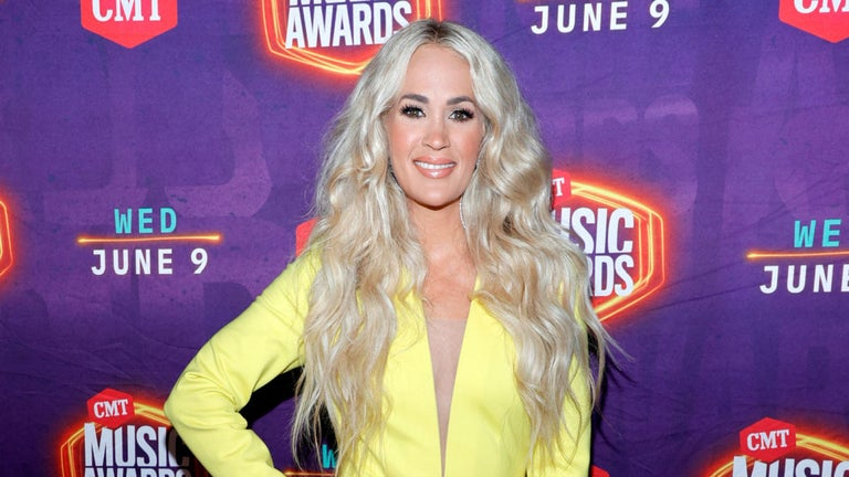Carrie Underwood Snaps a Gym Selfie in Ab-Baring Workout Outfit