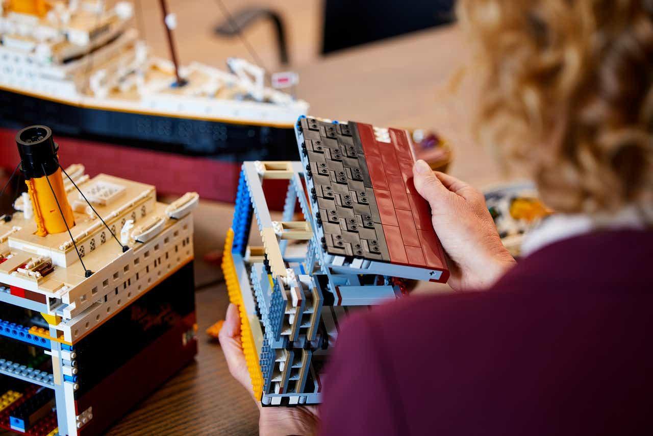 lego-titanic-build.jpg