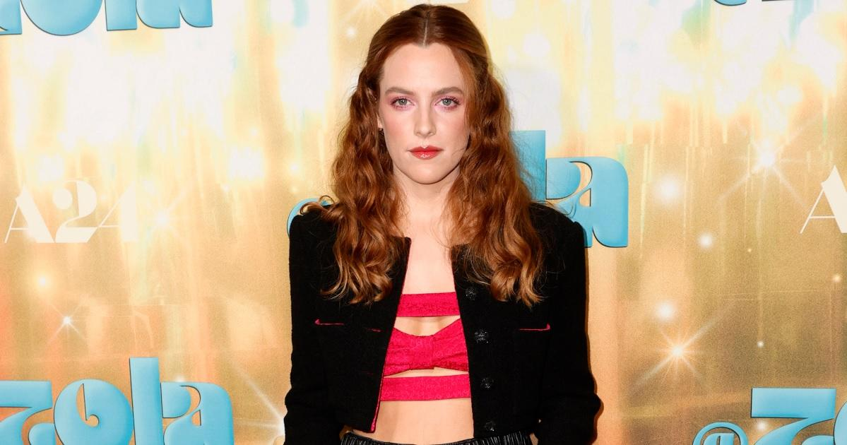 Riley Keough Gives Stevie Nicks Vibes in Groovy '70s Outfit on 'Daisy Jones and the Six' Set.jpg