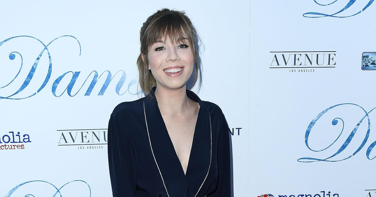 'iCarly' Alum Jennette McCurdy Opens up About Healing From 'Intense' Physical and Emotional Abuse by Her Mom.jpg