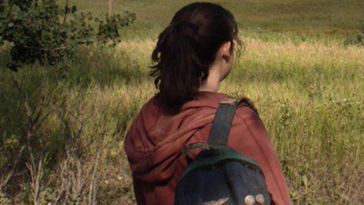 The Last of Us Set Photos Reveal New Look at Bella Ramsey as Ellie