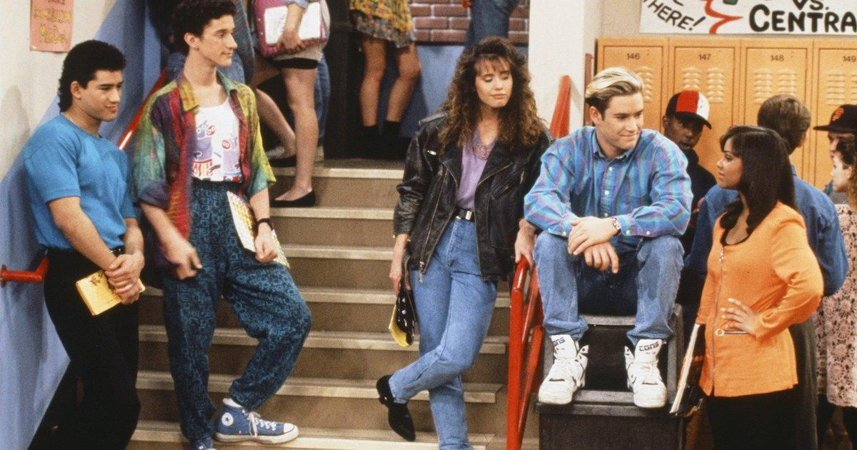 'Saved by The Bell' Original Cast Reunites for Season 2 of Peacock Reboot in First Look Photos.jpg