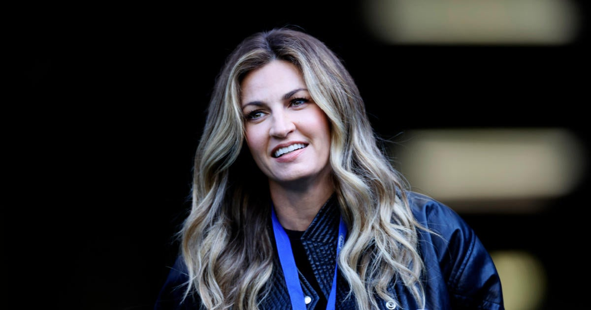 'Dancing With the Stars' Alum Erin Andrews Has Awkward Interaction With NFL Legend on Live TV.jpg