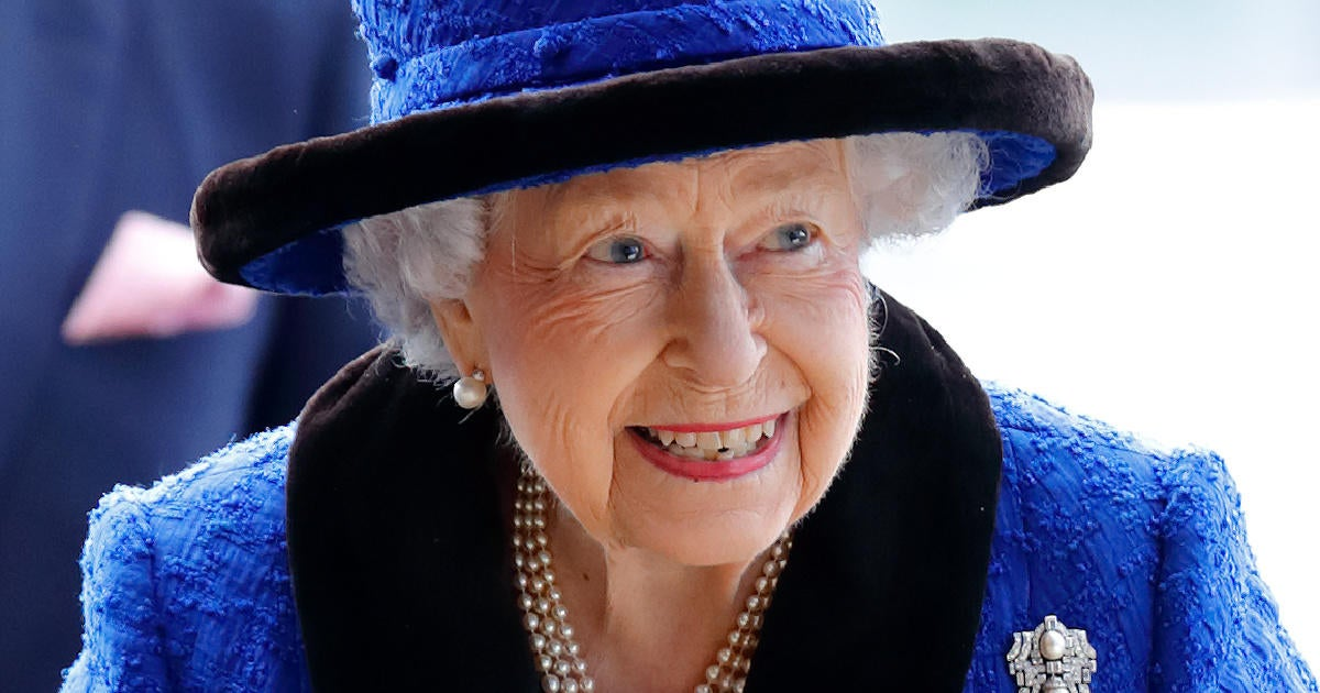 Queen Elizabeth Hiring Extra Help to Work Around Buckingham Palace Amid Health Shift.jpg