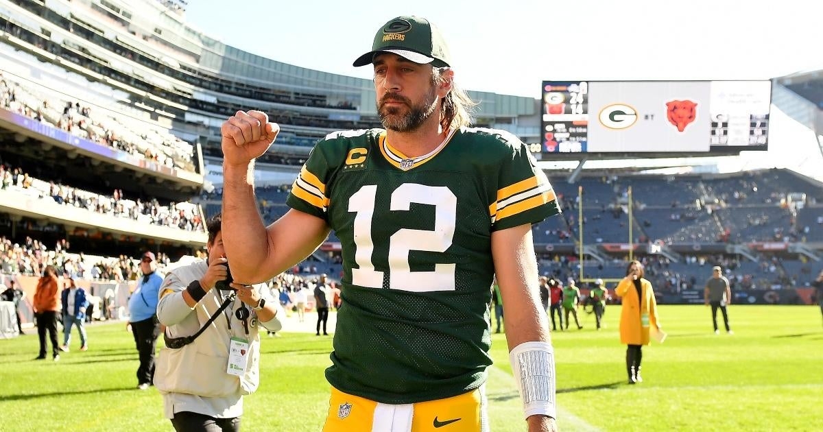 Aaron Rodgers Taunts Bears Fans at Soldier Field After Scoring Packers' Game-Sealing Touchdown.jpg