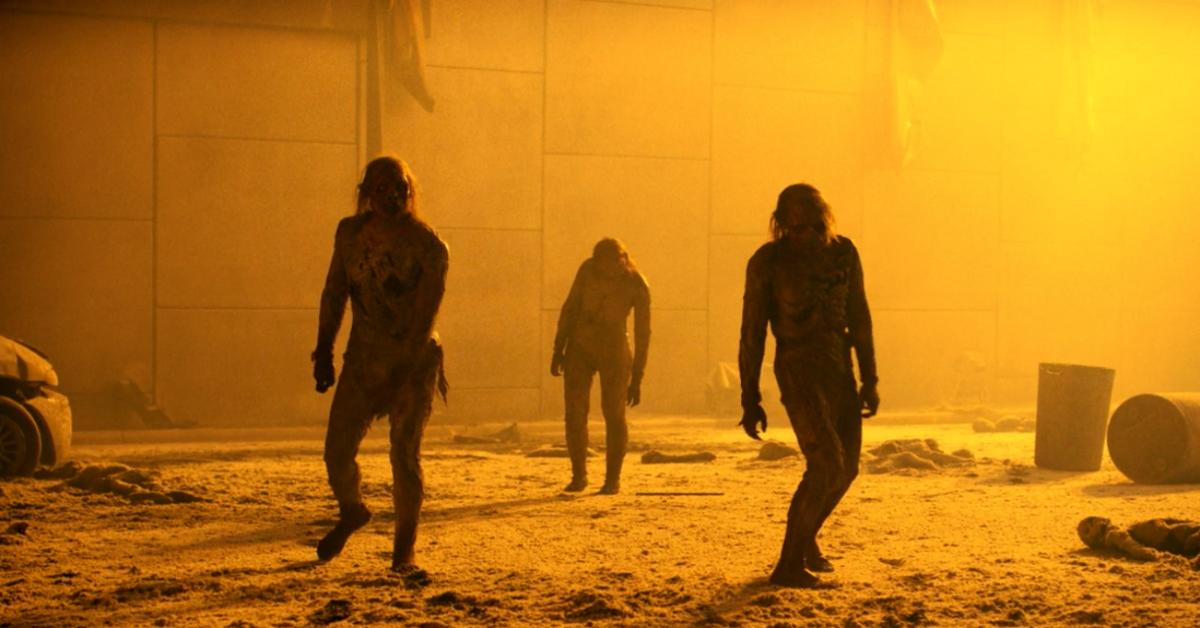 fear-the-walking-dead-701-naked-walkers-zombies