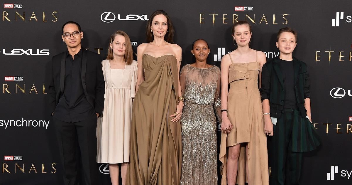 Angelina Jolie Makes Red Carpet Appearance With 5 of Her and Brad Pitt's Kids.jpg