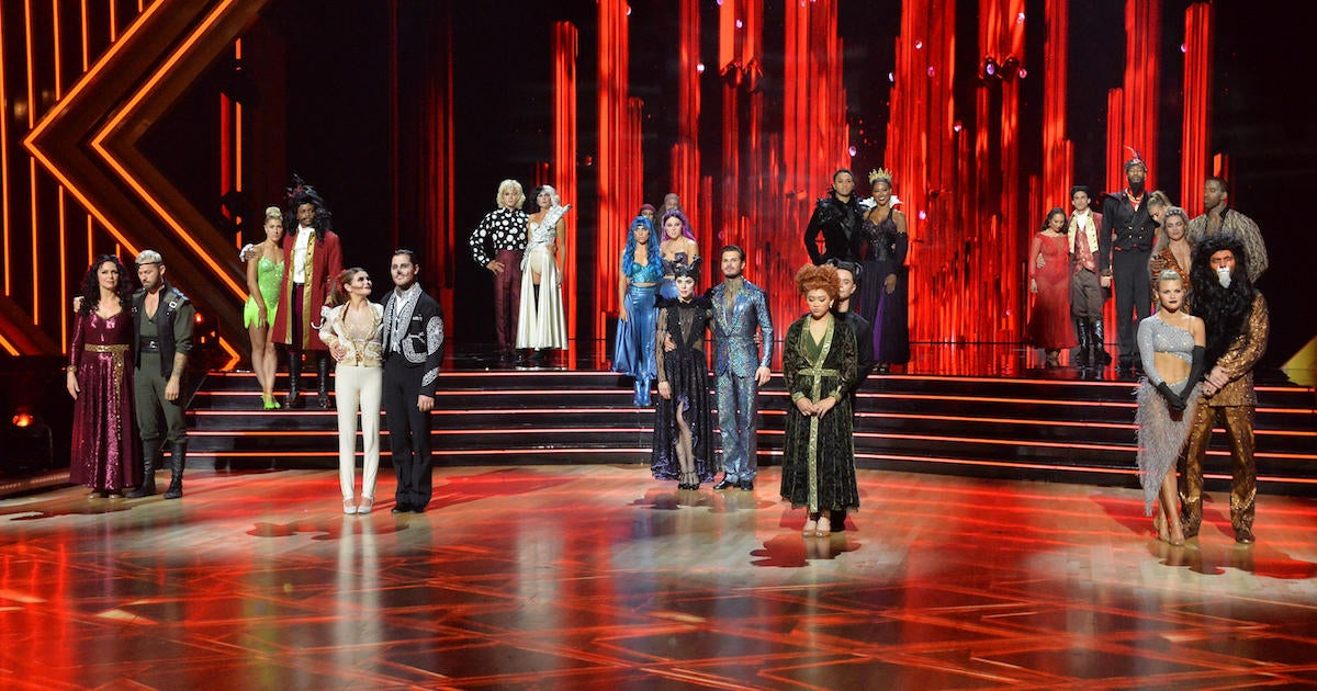 'Dancing With the Stars' Elimination Sends Beloved Celeb Home on 'Grease' Night.jpg