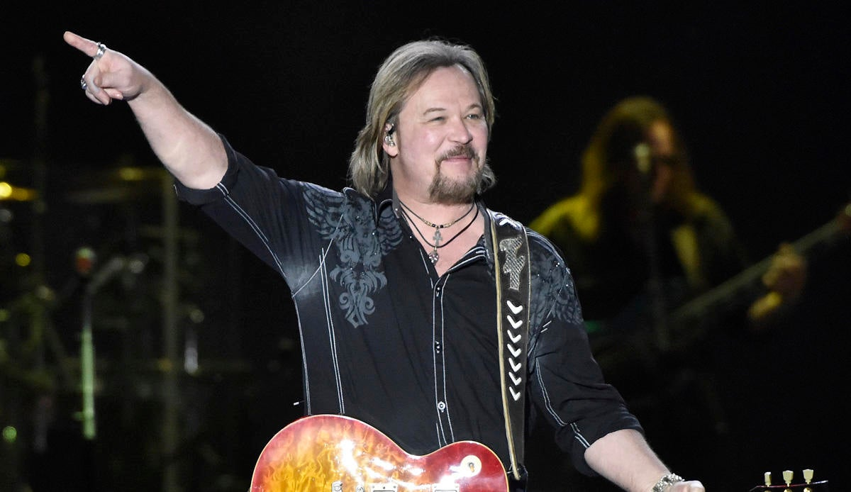 Travis Tritt Surprises With National Anthem Performance at NLCS Game Amid Controversial Vaccine Stance.jpg