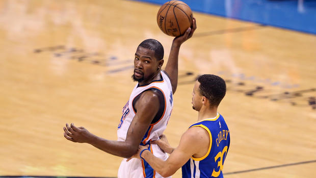 Kevin Durant officially signs with the Golden State Warriors