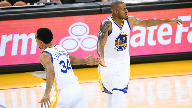 LeBron: Klay Thompson and Steph Curry 'probably the two greatest shooters' ever