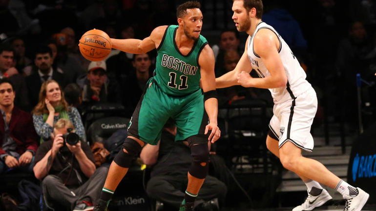 Report: Blazers agree with Evan Turner on four-year, $70M deal