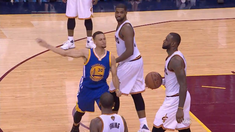 NBA Finals: Steph Curry loses cool, chucks mouthpiece, gets tossed - CBSSports.com