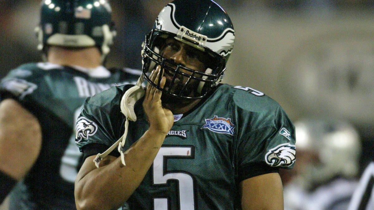 Donovan McNabb's claims against Terrell Owens are not convincing everyone, but TO still didn't handle it right