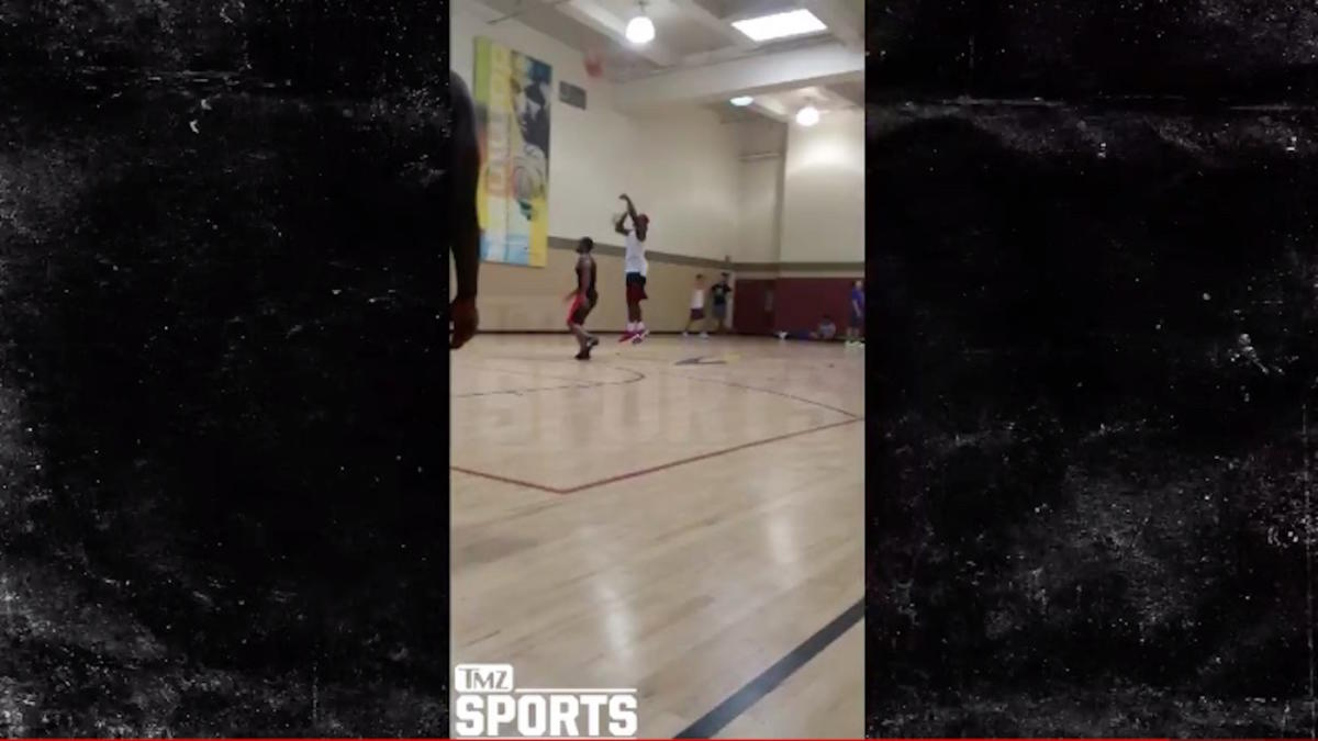 Watch Dez Bryant Is Apparently The Lefty Steph Curry Of His