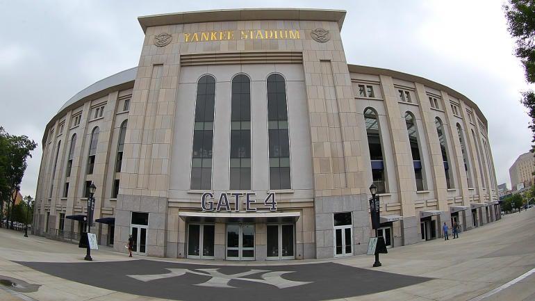Watch Fan At Yankee Stadium Loses Engagement Ring During Proposal