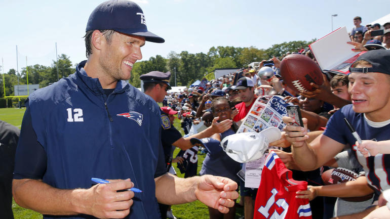 LOOK: Tom Brady's hand looks totally fine like after his ...