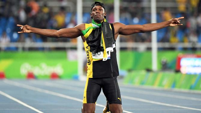 outlet store 999b3 c3562 WATCH  Usain Bolt smokes field in final race in Jamaica, then gets ...