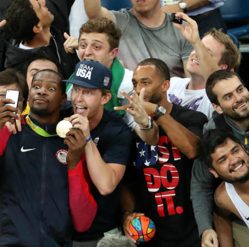Kevin Durant takes a selfie after winning gold