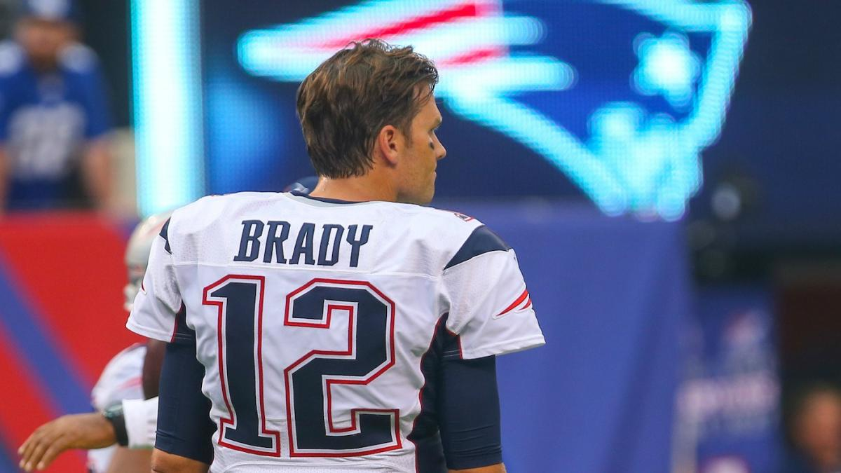 LOOK: Tom Brady trades his jersey away after Patriots' loss to ...