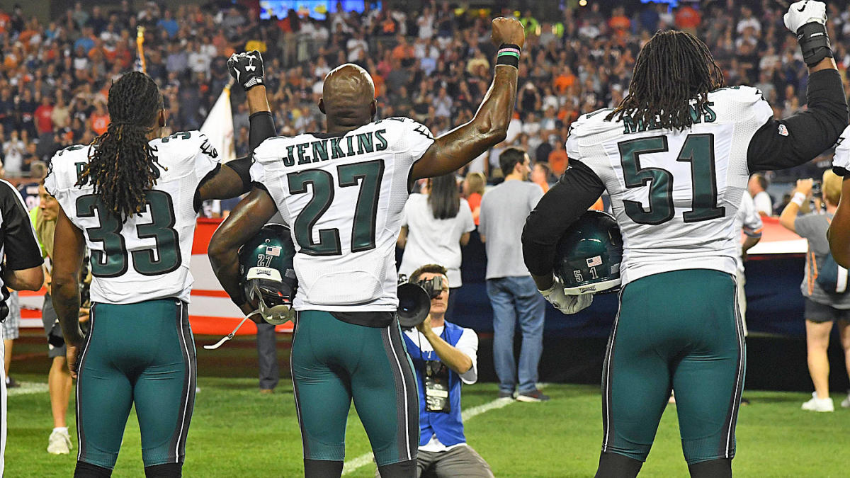 LOOK: Eagles players raise fists during national anthem at Soldier Field
