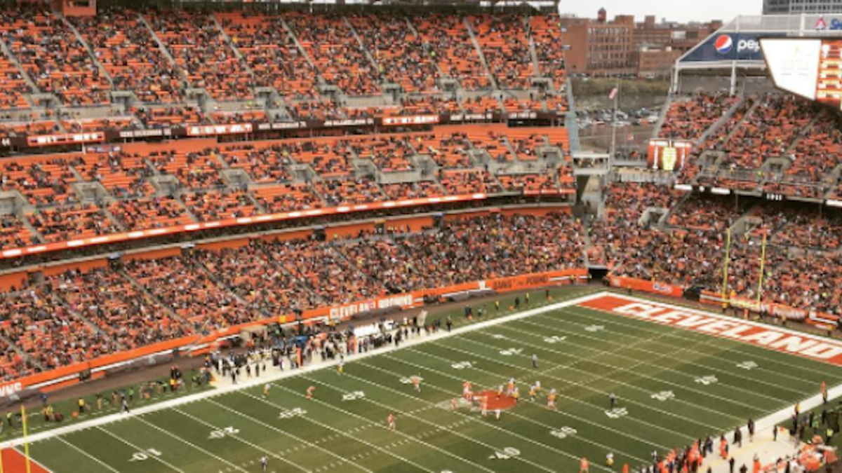 LOOK: The Browns' stadium is almost empty for game vs. Steelers