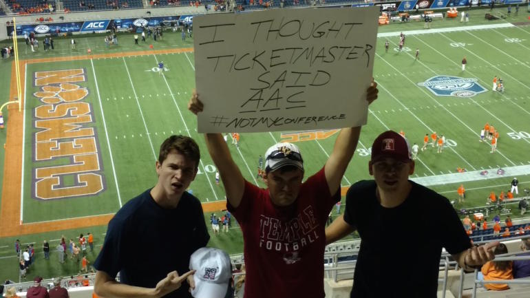 Temple-fans-wrong-game