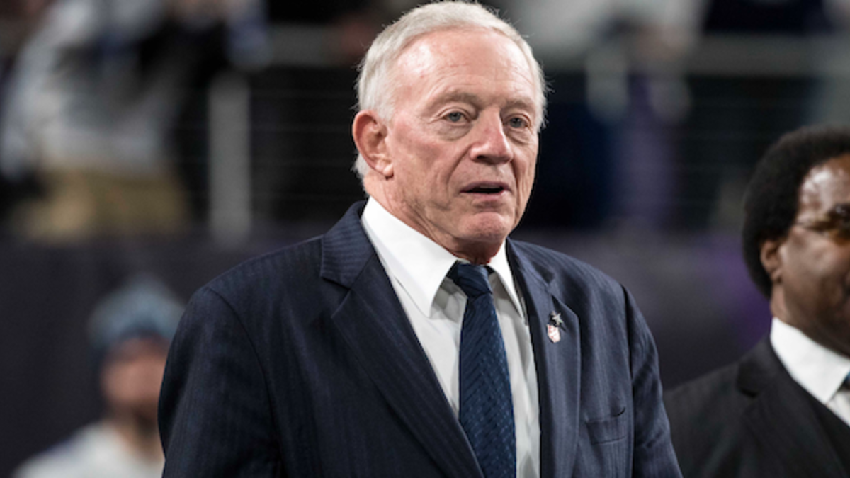 Conservatives And Liberals Unite In Outrage As Jerry Jones Rolls Up Flag And Sucks It Like A Dick